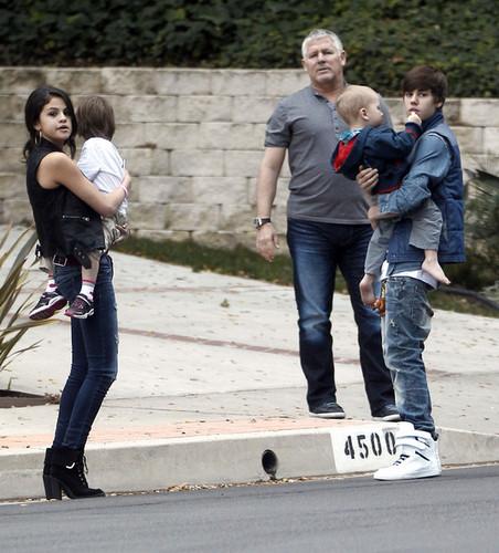 ustin+Bieber+Justin+Selena+Practicing