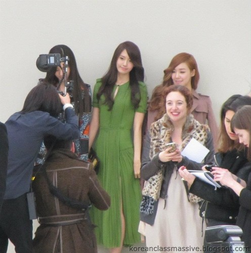 Tiffany Yoona Seohyun @ impermeável, burberry Prorsum 2012 FW Pictures