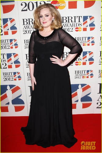 アデル - Brit Awards 2012 Red Carpet