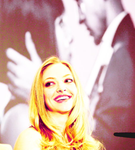 Amanda Seyfried wallpaper probably with a portrait called Amanda S.