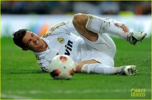 Cristiano Ronaldo: Real Madrid Beats Racing Santander!