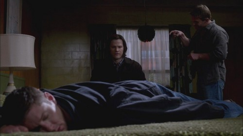 Dean &amp; Sam - 7x15 - Repo Man - the-winchesters Screencap