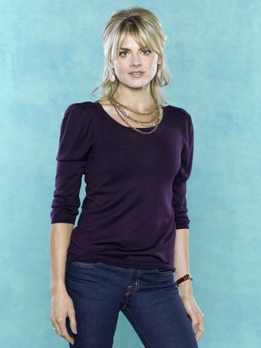 Eliza 轿跑车 ~ 'Happy Endings' Season One Promotional Photoshoot