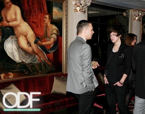 Harry Attends GQ'S Private makan malam, majlis makan malam x♥x