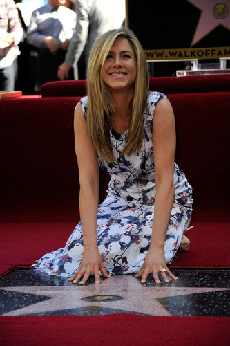 Jennifer Aniston Getting Her তারকা On The Hollywood Walk Of Fame [22 February 2012]