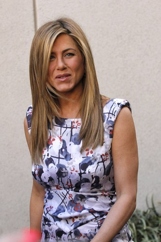 Jennifer Aniston Getting Her estrela On The Hollywood Walk Of Fame [22 February 2012]