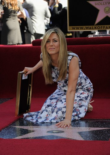 Jennifer Aniston Getting Her तारा, स्टार On The Hollywood Walk Of Fame [22 February 2012]