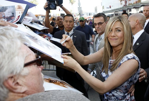 Jennifer Aniston Getting Her 星, 星级 On The Hollywood Walk Of Fame [22 February 2012]