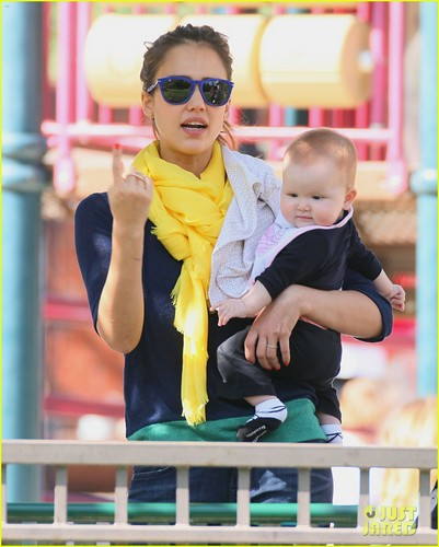 Jessica Alba: Park Playdate With Honor & Haven!