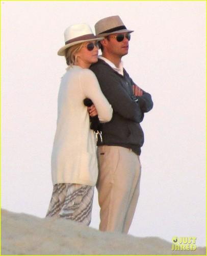 Julianne Hough & Ryan Seacrest: Cabo Couple