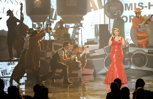 Kelly performing @ The 2011 American 音乐 Awards
