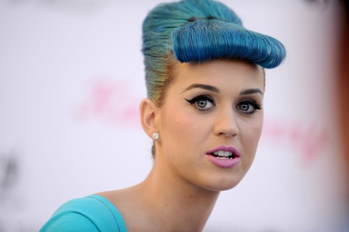 Launch of Katy Perry Lashes in Glendale [22 February 2012]