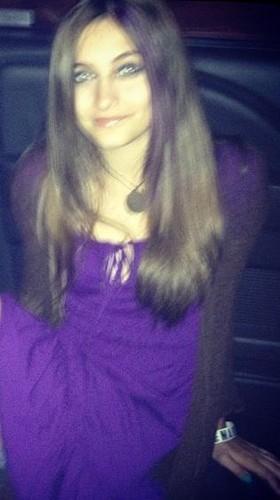 Michael Jackson's daughter Paris Jackson is a belieber <3 purple dress and purple hair tips :)