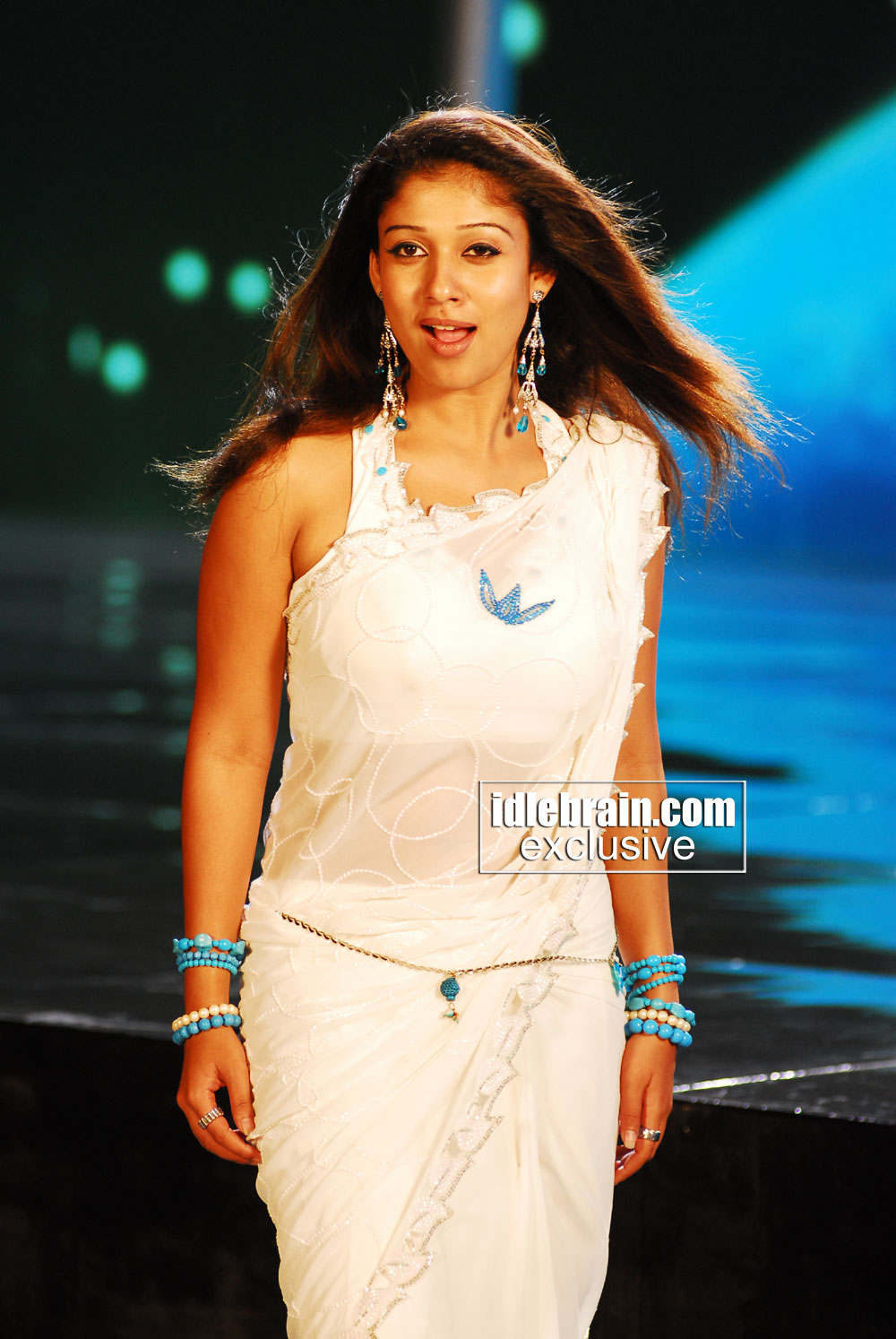 Nayanthara hot saree for