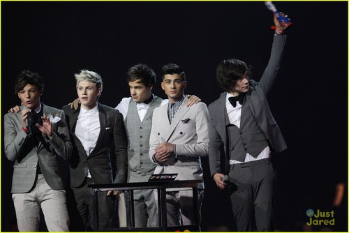 One Direction: 2012 BRIT Awards Winners!