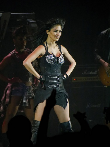Performs at HMV Hammersmith Apollo in Londres [19 February 2012]