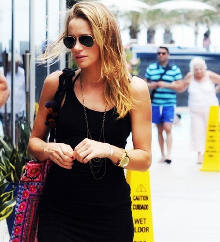 Shantel VanSanten वॉलपेपर with sunglasses entitled Shantel <3