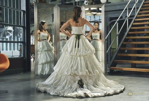 The Wedding 겉옷, 가운 (s01e08)