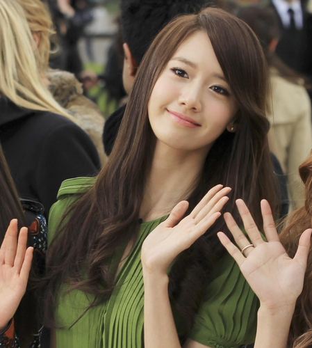 Yoona @ Burberry Prorsum 2012 FW  - im-yoona Photo