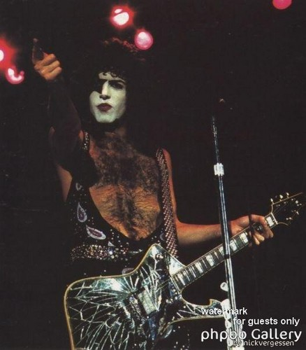 Paul Stanley wallpaper with a concerto and a guitarist titled ★ Paul ☆