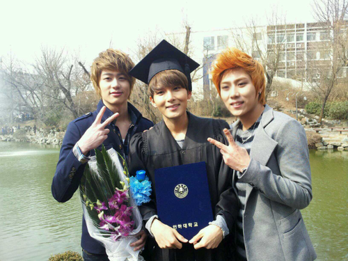 120224 Siwon and Wookie graduated from Inha universität