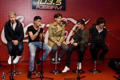 1D at किस FM radio in Chicago x