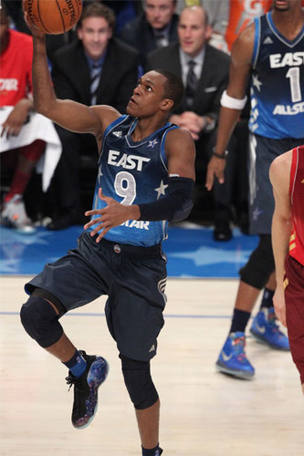 Rajon Rondo Hintergrund containing a basketball, a dribbler, and a basketball player titled All-star