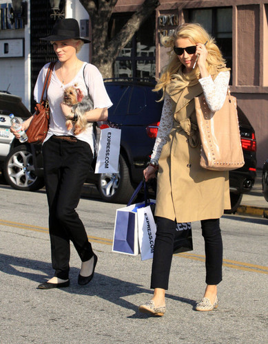 Amber Heard And Girlfriend Shopping In Beverly Hills