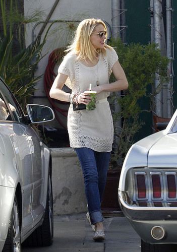 Amber Heard Out For Lunch At The Urth Caffe