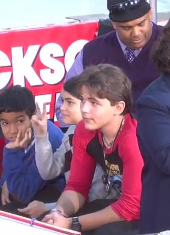 """Blanket Jackson's """"Peace"""" sign to the camera"""
