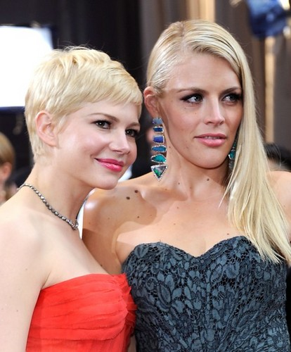 Busy Philipps & Michelle Williams - 84th Annual Academy Awards/red carpet - (26.02.2012)