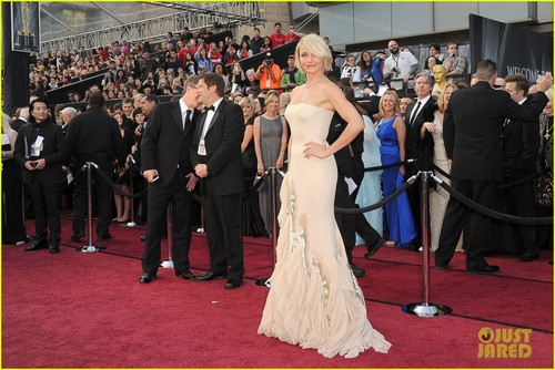 cameron diaz wallpaper probably containing a bridesmaid called Cameron Diaz - Oscars 2012 Red Carpet