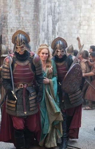 Cersei Baratheon and Lannister soldiers