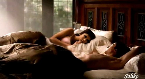 Damon & Elena wallpaper containing a living room and a drawing room entitled DE in cama - manip
