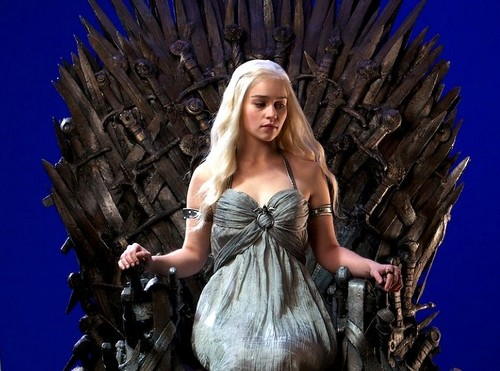 Daenerys Targaryen wallpaper containing a dinner dress entitled Daenerys Targaryen on Iron Throne