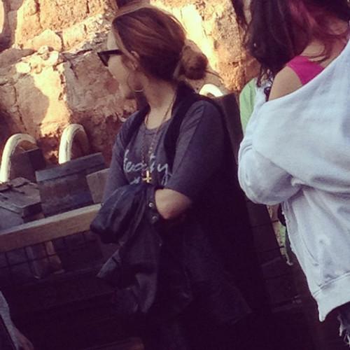 Demi Lovato In Disneyland [NEW PIC]