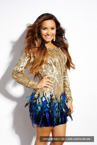 Demi Lovato's Latina Magazine Photoshoot [NEW PICS]