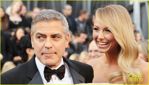 George Clooney & Stacy Keibler - Oscars 2012 Red Carpet