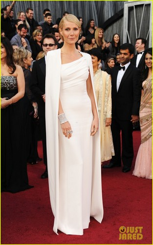 Gwyneth Paltrow - Oscars 2012 Red Carpet