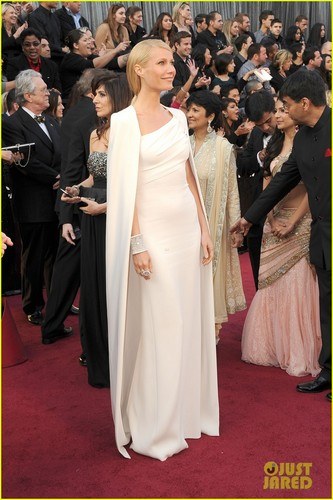 Gwyneth Paltrow - Oscars 2012 Red Carpet