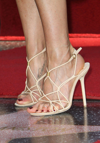 Jennifer Aniston Getting Her bituin On The Hollywood Walk Of Fame [22 February 2012]