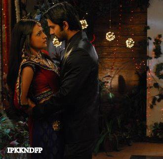 Iss Pyar Ko Kya Naam Doon wallpaper possibly containing a street entitled Khushi and Arnav