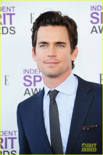 Matt Bomer wallpaper with a business suit, a suit, and a three piece suit titled Matt Bomer - Spirit Awards 2012 Red Carpet