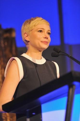 "Michelle Williams - 7th Annual ""Oscar Wilde: Honoring The Irish In Film""  - (23.02.2012)"