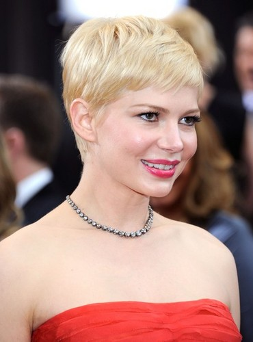 Michelle Williams - 84th Annual Academy Awards/red carpet - (26.02.2012)