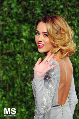 Miley-26. February- 20th Annual Elton John AIDS Foundation