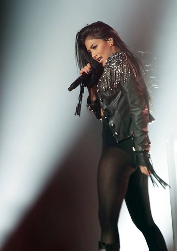 নিকোলে সোয়ারজেনেগার দেওয়ালপত্র with a hip boot, a legging, and a well dressed person called Nicole Scherzinger Performs Live in Manchester [22 February 2012]