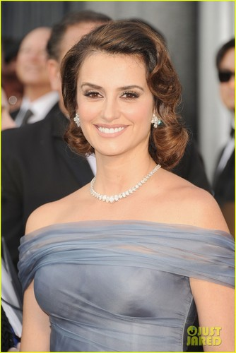 Penelope Cruz - Oscars 2012 Red Carpet