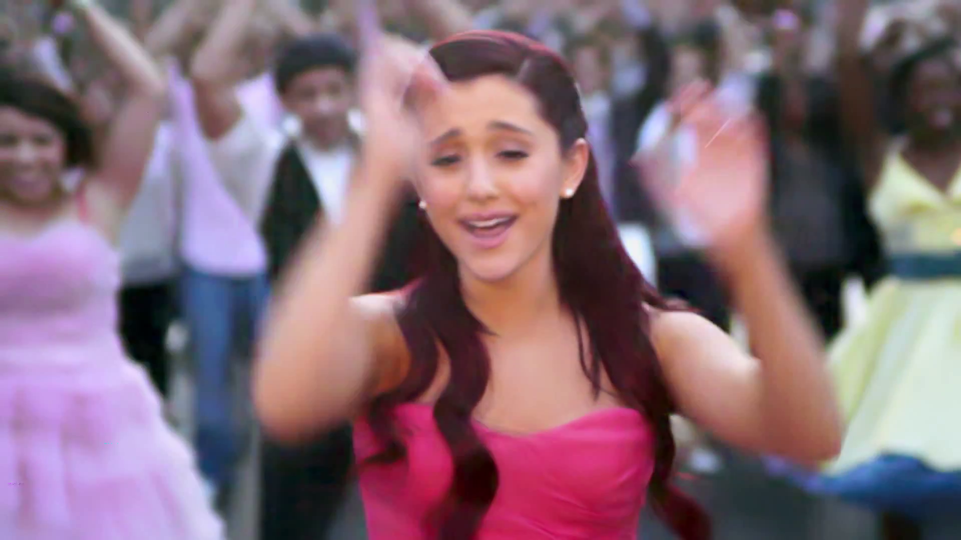 PUT YOUR HEARTS UP ARIANA GRANDE