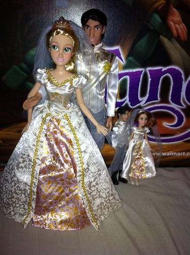 Rapunzel & Eugene Tangled Ever After anak patung